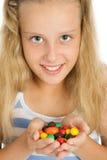 Menina de sorriso nova com doces de chocolate Imagem de Stock Royalty Free