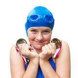 Menina de sorriso orgulhosa de medalhas da natação fotografia de stock royalty free