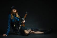 Menina de Steampunk armada e perigosa Foto de Stock