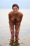 Menina de tentação na água de mar Fotos de Stock Royalty Free