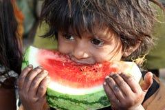 Menina deficiente com fome Fotos de Stock