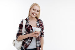 Menina deleitada positiva que vai beber o café Imagens de Stock