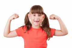 A menina demonstra seu bíceps fotos de stock royalty free