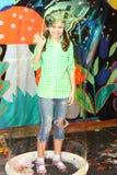Menina dentro da bolha de sabão Foto de Stock