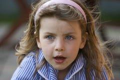 Menina desarrumado - olhos azuis Fotografia de Stock