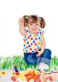 A menina desenha pinturas Imagem de Stock