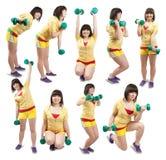 Menina desportiva que exercita com pesos imagens de stock