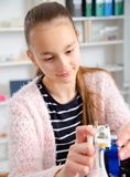 Menina do adolescente com printe 3d Educação Fotos de Stock
