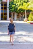 Menina do adolescente de Portrair de volta à escola Vista traseira imagem de stock