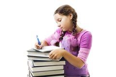 A menina do adolescente faz trabalhos de casa imagem de stock royalty free