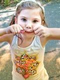 Menina do aniversário no parque fotografia de stock