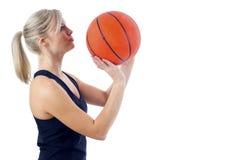 Menina do basquetebol Fotos de Stock Royalty Free