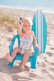 Menina do bebê de um ano na praia Fotografia de Stock