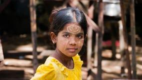 Menina do birmanês de Thanaka Imagens de Stock