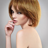 Menina do Brunette de Hairstyle.Beautiful Imagem de Stock Royalty Free