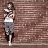 Menina do caderno da parede de tijolo Foto de Stock Royalty Free