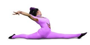Menina do circo com as calças justas roxas que executam em uma mostra Fotos de Stock