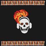 Menina do crânio nos fones de ouvido com cabelo vermelho Imagens de Stock Royalty Free