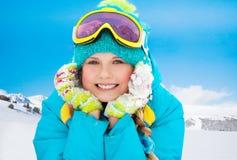 Menina do esquiador da montanha Fotografia de Stock
