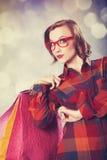 Menina do estilo com sacos de compras. Fotos de Stock Royalty Free