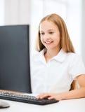 Menina do estudante com o computador na escola Foto de Stock Royalty Free