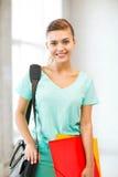 Menina do estudante com os dobradores do saco e da cor de escola Fotos de Stock Royalty Free