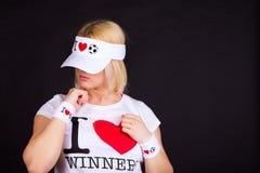 Menina do fan de futebol no chapéu engraçado fotografia de stock