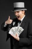 A menina do gângster mantém o dinheiro nas mãos fotografia de stock