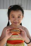 Menina do hamburguer imagem de stock
