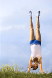 Menina do Handstand Foto de Stock Royalty Free