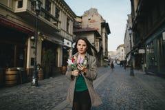 Menina do indivíduo em uma caminhada Fotos de Stock