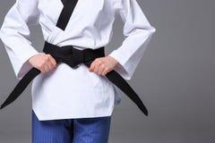 A menina do karaté com cinturão negro Imagens de Stock Royalty Free