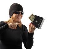 Menina do ladrão que prende um cofre forte imagem de stock