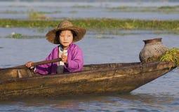 Menina do lago Inle Fotografia de Stock Royalty Free