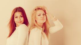 Menina do louro e do mulato junto Foto de Stock