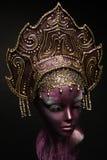 Menina do manequim no headwear Imagem de Stock Royalty Free