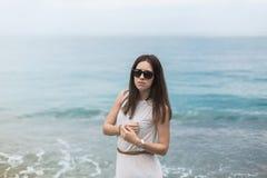 Menina do mar do viajante de Gurzuf Crimeia fotografia de stock