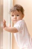 Menina do miúdo na manhã Fotos de Stock