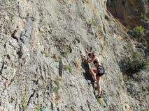 Menina do montanhista de rocha Foto de Stock Royalty Free