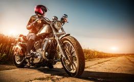 Menina do motociclista imagem de stock