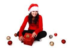 Menina do Natal com chapéu e bulbos do Natal Fotos de Stock Royalty Free