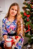Menina do Natal com presente Imagens de Stock