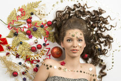 Menina do Natal da beleza com decorações criativas Foto de Stock Royalty Free