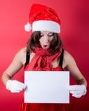 Menina do Natal no chapéu de Santa que guarda a bandeira. Imagens de Stock Royalty Free