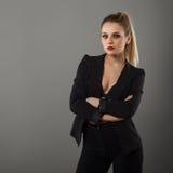 Menina do negócio que levanta no estúdio imagem de stock royalty free