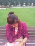 Menina do Nepali no parque Fotografia de Stock