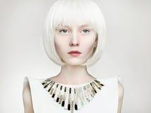 menina do penteado do prumo mulher futura da forma Foto de Stock
