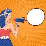 Menina do pop art com bolha e megafone do discurso ilustração royalty free
