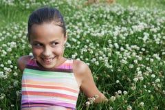 Menina do Preteen no trevo verde Foto de Stock Royalty Free
