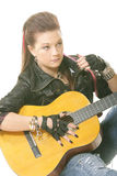 Menina do punk com guitarra fotografia de stock royalty free